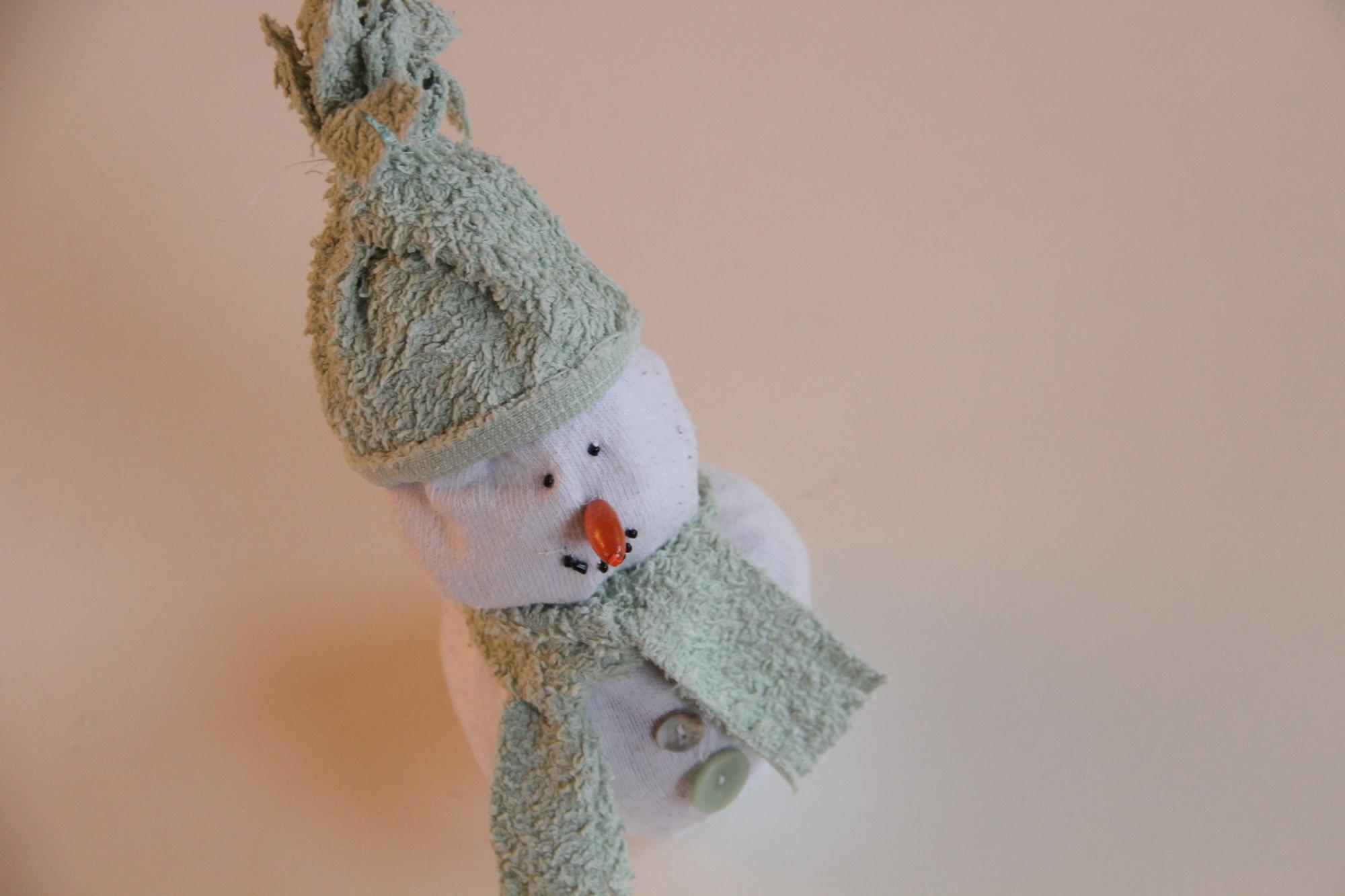 Socken Upcycling: Kuscheliger Schneemann