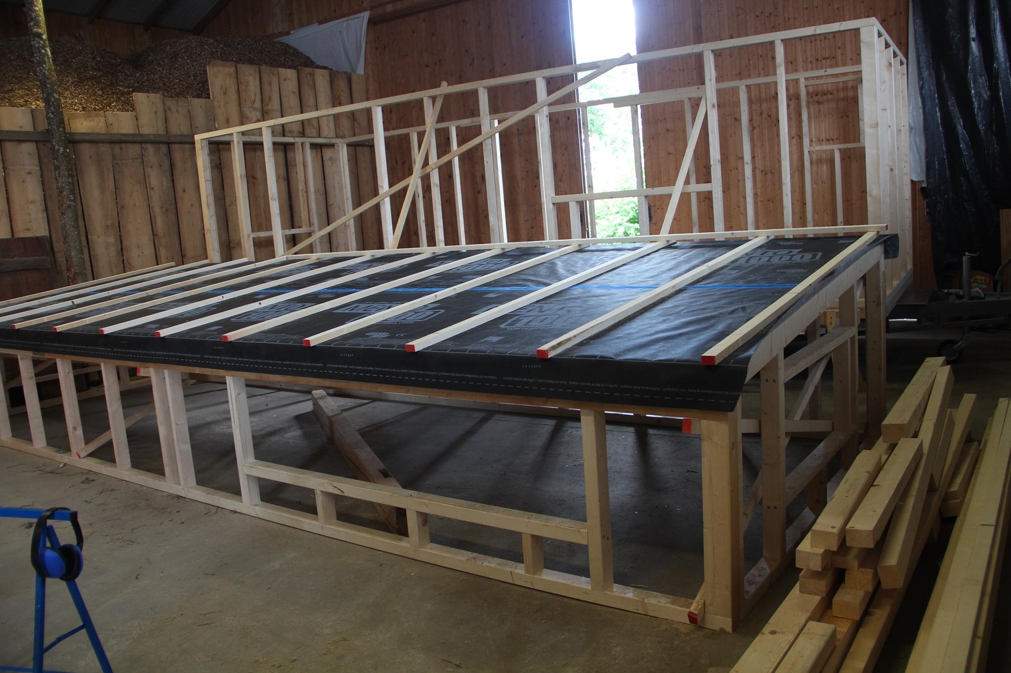 Dachdeckung Teil 1: Holzfaserdämmplatten, Folie, Lattung und Insektenschutz