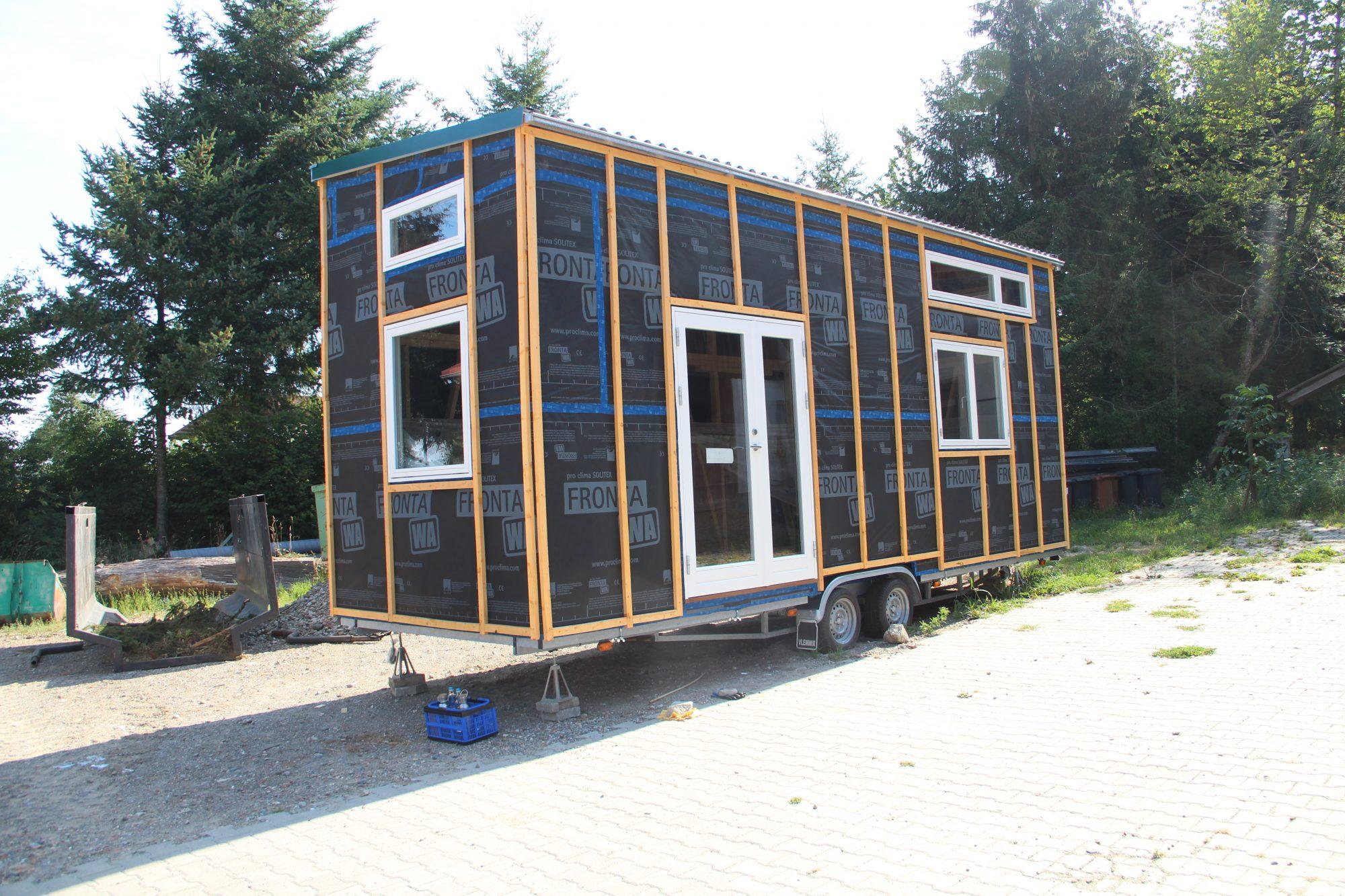 Fenster einbauen und Folie anbringen