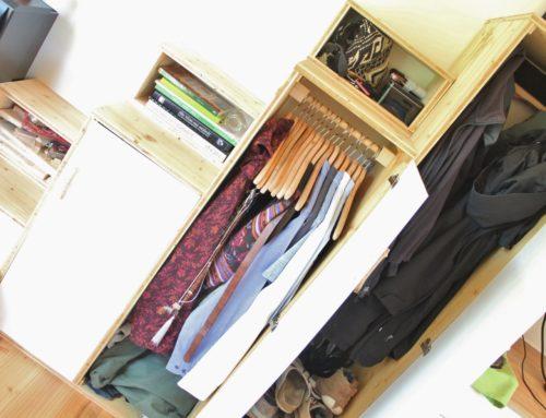 Tiny House Kleiderschrank – wie viel Platz haben wir für Klamotten?